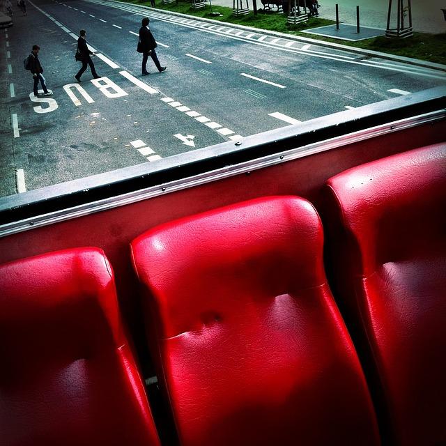 Do autobusu wchodzimy czy wsiadamy?