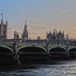 20 najbardziej przydatnych phrasal verbs do życia i pracy w Anglii